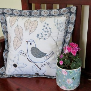 My Garden Visitor Cushion Pattern